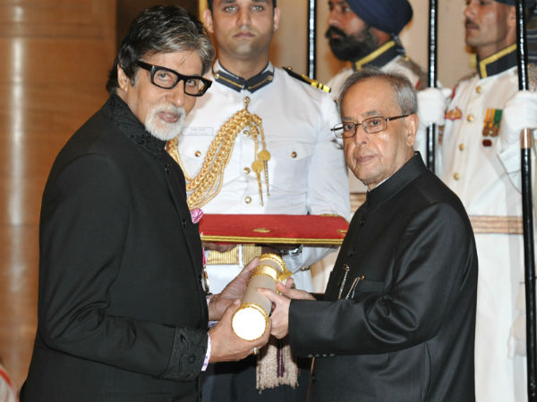 Superstar Amitabh Bachchan receives Padma Vibhushan;  PM Modi, family attend the ceremony. (Image source: PIB)