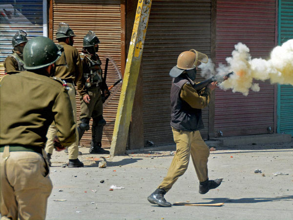 Violent protests erupt in Srinagar