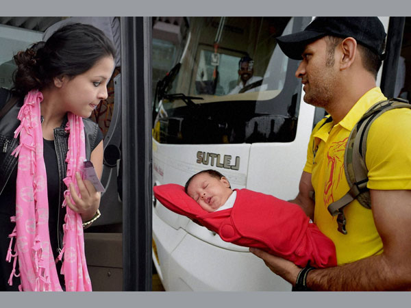 MS Dhoni with Sakshi and daughter Ziva