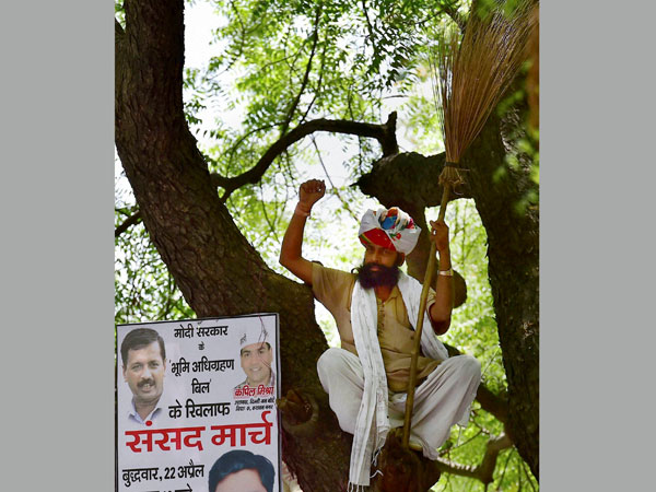 Kejriwal criticised for farmer's death