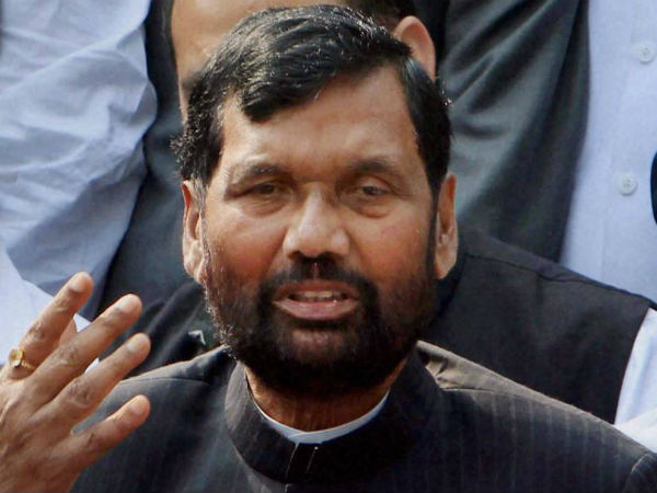 Paswan slams Nitish govt for 'sloppiness' in relief work.