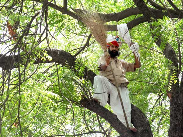 Gajendra's death due to hanging