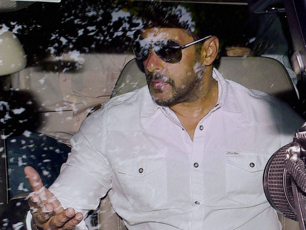 Fans go berserk outside Salman's house