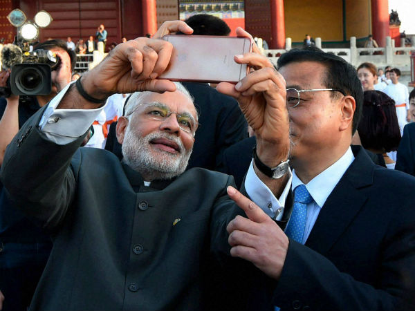Prime Minister Narendra Modi taking selfie with Chinese Premier Li Keqiang during a visit to the Temple of Heaven in Beijing on Friday.