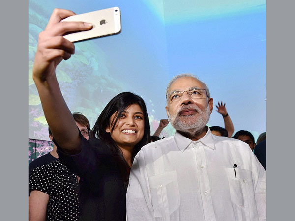 Students eager to click selfie with PM Modi