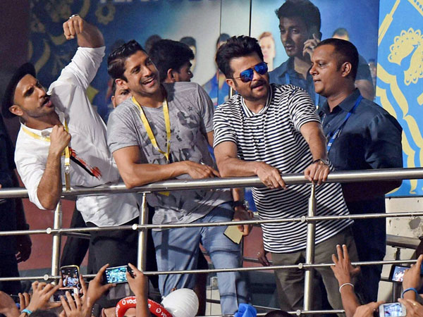 Bollywood actors cheer for Mumbai Indians