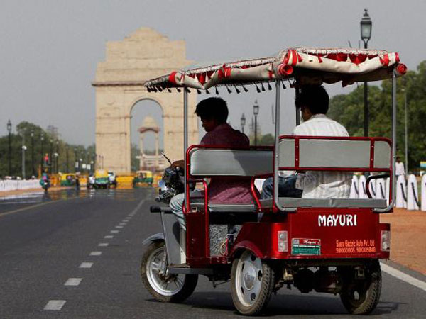 AAP plans subsidy for E-rickshaw owners