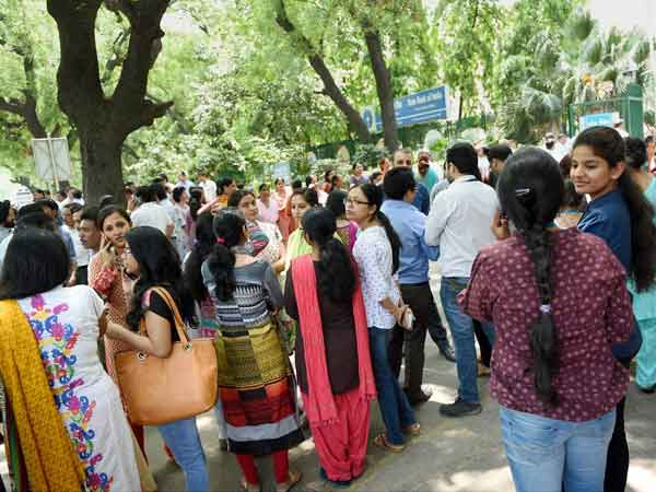 Earthquake: SBI employees, customers come out on street