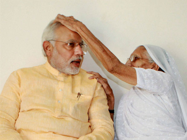 Modi receives his mother's blessings