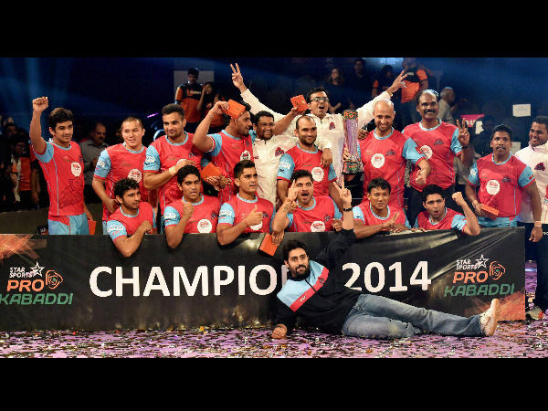 Jaipur Pink Panthers rejoice after their title win in 2014
