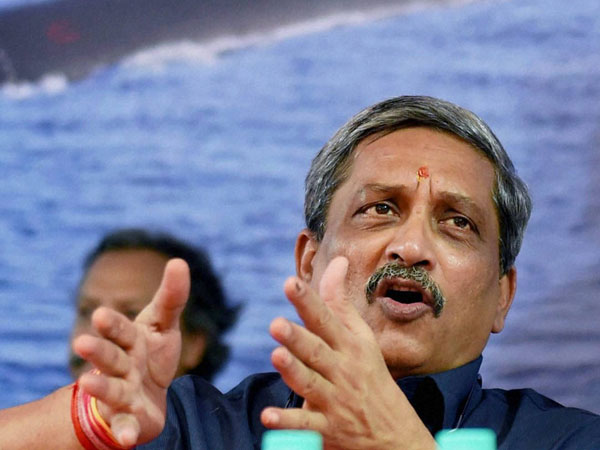 Manohar Parrikar takes a dig at Pakistan