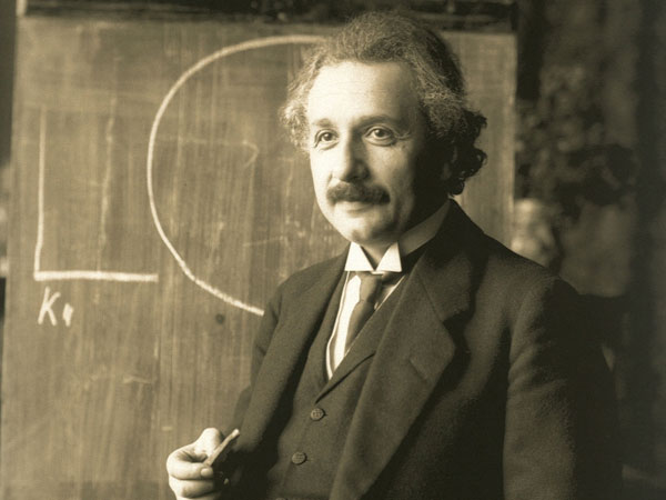 Einstein's letters on 'Hitler-insanity' up for auction tomorrow