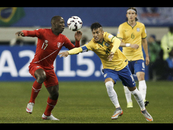 Brazil's Neymar, right, fights for the ball against Peru's Luis Advincula during a Copa America Group C match at the German Becker stadium in Temuco, Chile, on Sunday (June 14)