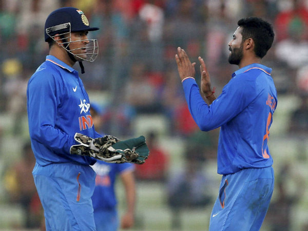 Dhoni (left) celebrates with Jadeja during the match