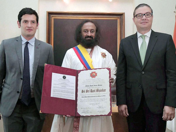 Sri Sri Ravi Shankar awarded in Colombia