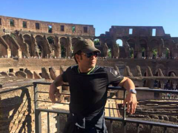 Legend in front of Colosseum