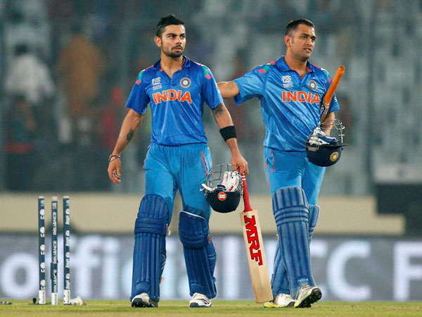 Kohli and Dhoni during a ODI