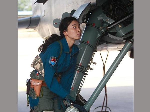 dating an airforce pilot