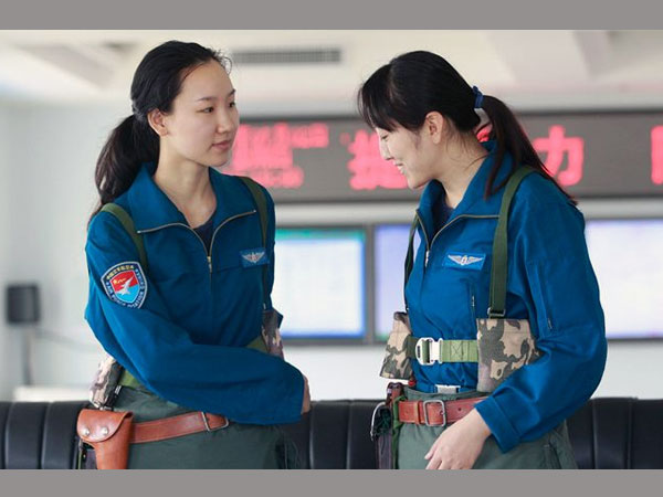 dating female pilots If you think the hottest women get painted on the outsides of airplanes, then it's time for you to take a look in the.