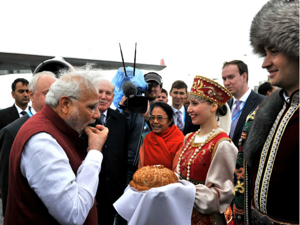 PM Modi being greeted at airport