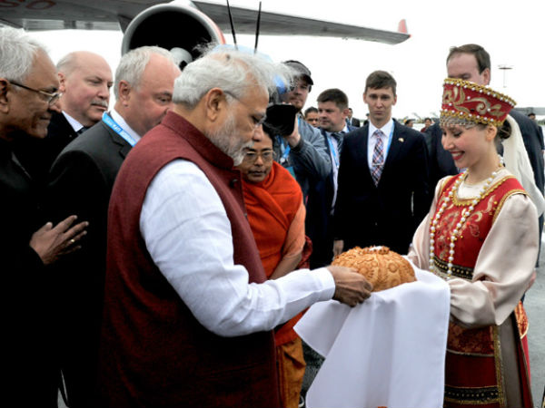 PM Modi being greeted