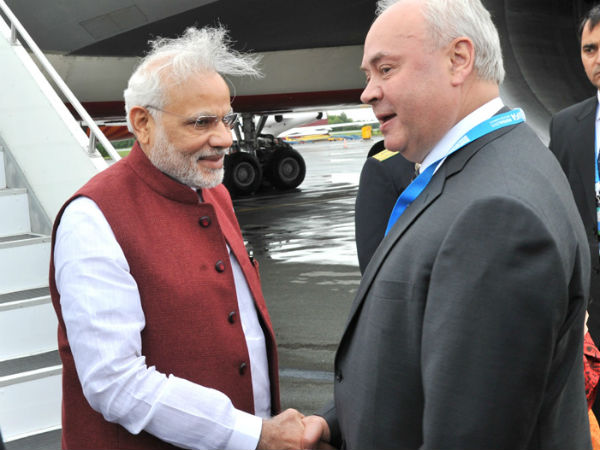 PM Modi being welcomed in Ufa