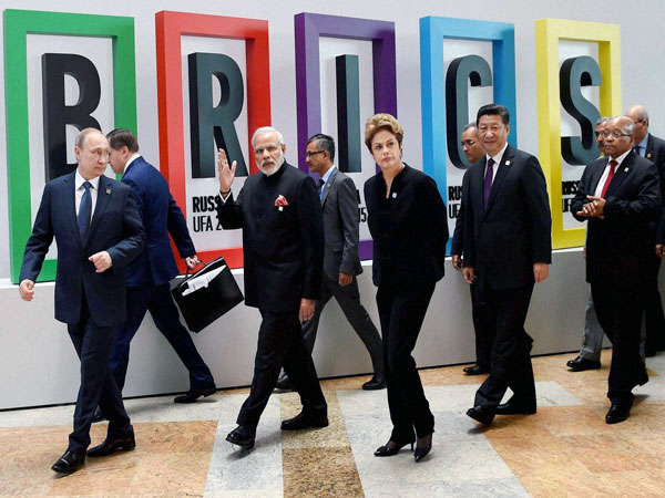Prime Minister Narendra Modi with Russian President Vladimir Putin, Brazilian President Dilma Rousseff Chinese President Xi Jinping and South African President Jacob Zuma after BRICS Summit Welcome Ceremony at UFA in Russia