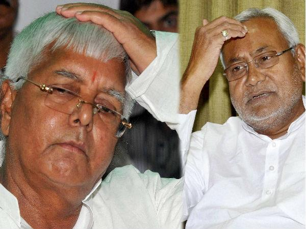 Lalu, Cong leaders attend Nitish's Iftar