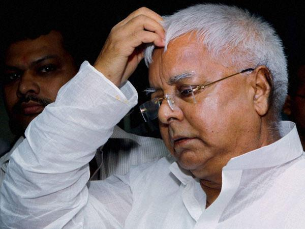 Snake remark: Nitish meets Lalu