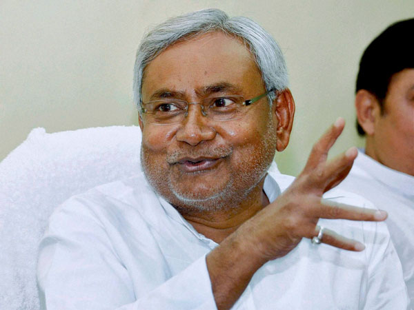 Nitish poses seven questions to PM