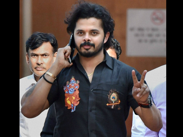 Sreesanth flashes 'V' sign as he comes out of Patiala House Courts on Saturday in Delhi