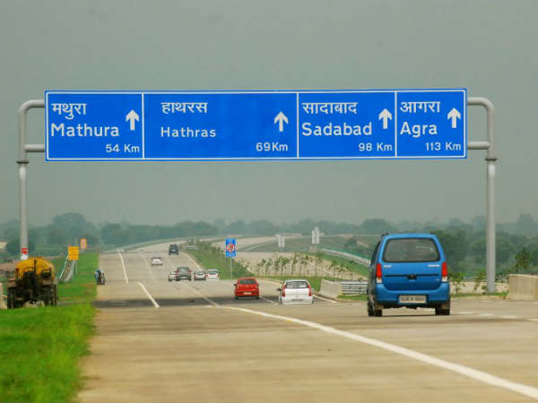 Foreigner along with her Indian friends looted by 3 on Yamuna Expressway