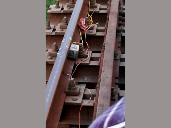 Five live bombs found on railway track