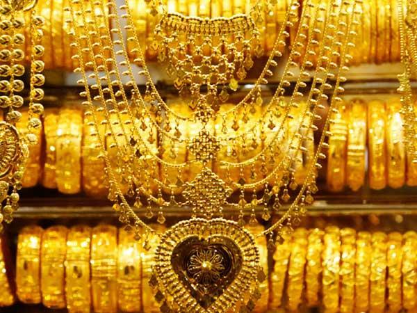 Gold prices fall due to lacklustre demand