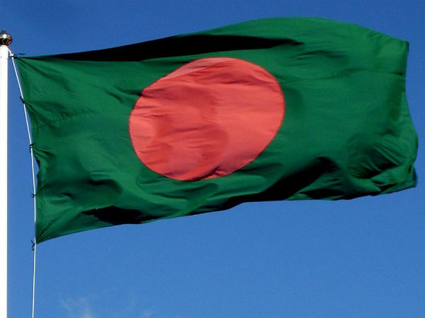 Bangladesh blogger hacked to death