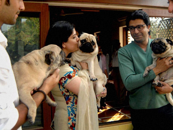 File Photo: MNS chief Raj Thackeray, his wife Sharmila and son at their residence in Mumbai