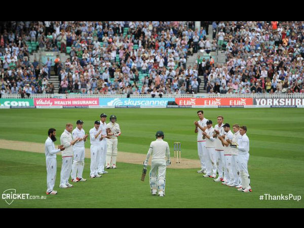 England players give a guard of honour as Clarke walks in to bat. Photo from Cricket Australia's Twitter page