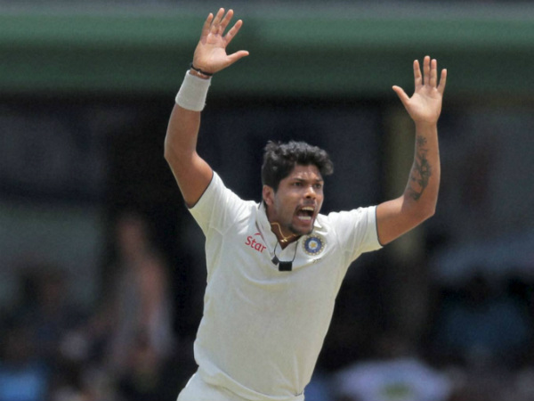 Umesh Yadav appeals successfully for Dimuth Karunaratne's wicket