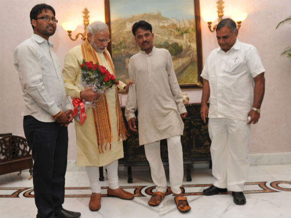 Youth walked barefeet for Modi to be PM