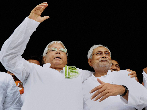 'People of Bihar will not accept Nitish sitting Cong-Lalu lap'