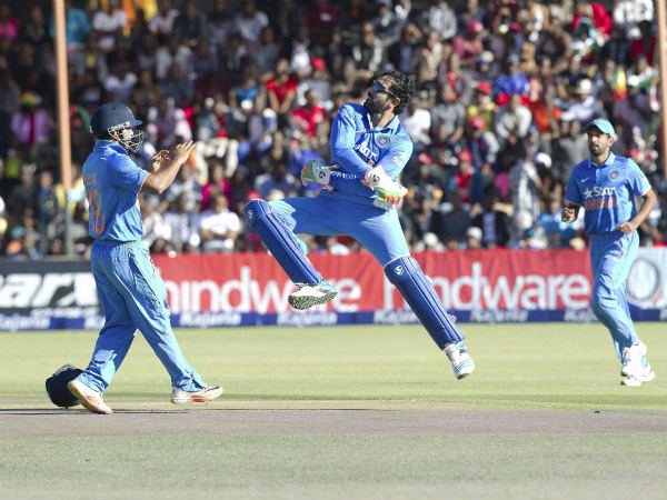 Uthappa (centre) celebrates after taking a catch against Zimbabwe in a ODI