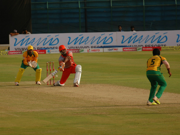SP Manjunath of Bellary Tuskers looks to heave his team out of trouble off left-arm spinner KP Appanna as wicket-keeper Robin Uthappa looks on