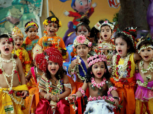 Country drenched in Janmashtami celebrations.