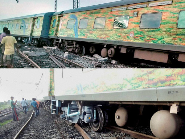The derailed Secunderabad-LTT Duronto Express at the Martur Railway Station in Karnataka.