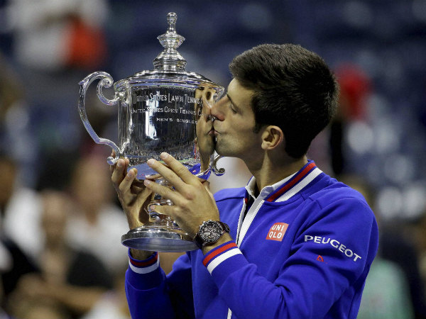 Djokovic kisses the US Open trophy after defeating Federer