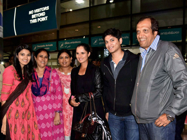 Sania Mirza with her family members at the Hyderabad airport