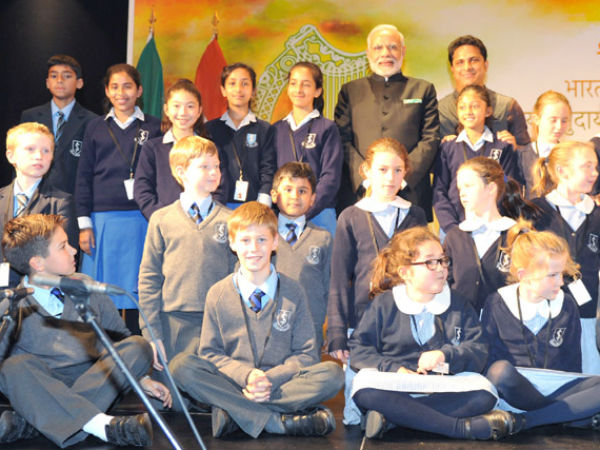 PM Modi in group photograph with children