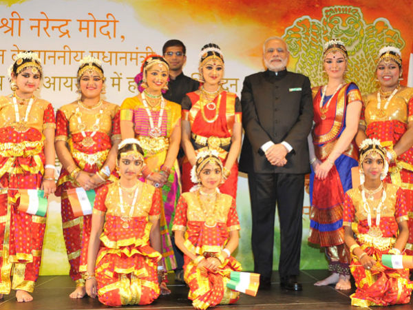 PM Modi in a group photograph with dancers