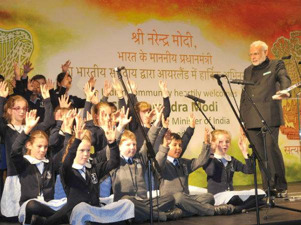 PM Modi watching performances by children in Dublin