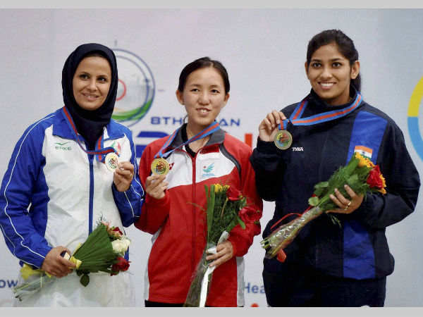 Gold medallist Ser Xian of Singapore (centre), silver medallist L Ahmedi (left) and bronze medal winner Ayonika Paul of India pose for a photoghrah after final of 10m air rifle women's event